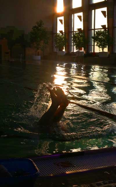 201611-24hSchwimmen-Beine